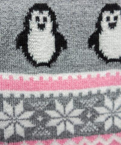 Плетен клин със снежинки и пингвини