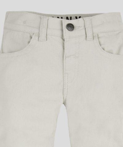 Детски панталон в светъл цвят за момче
