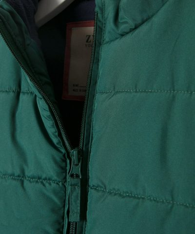 елек в тъмнозелен цвят за дете