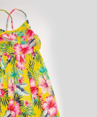 детска лятна рокля с тънки презрамки с цветя