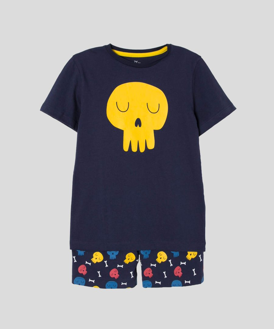 детски комплект с черепи за момче, състоящ се от тениска и къси панталонки