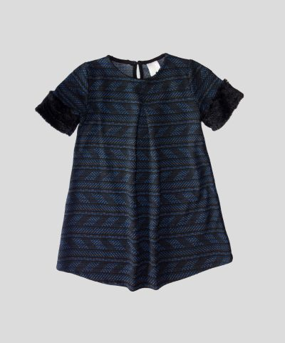 Рокля с десен в синьо и черно