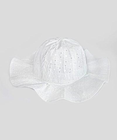 Бяла лятна шапка за слънце