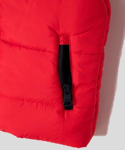 бебешки и детски елек BRKLN в червен цвят с качулка и подплата от полар
