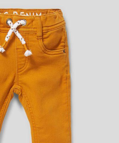Еластични дънки в цвят горчица за бебета